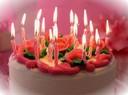 Gâteau anniversaire bougies allumées