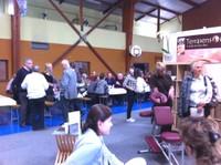 00 Scène de groupe au salon