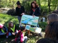 Lecture du panneau - les mystères de la rivière