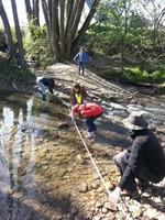 Mesure de la pronfondeur au milieu de la rivière