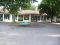 """Photo de la cour de l'école maternelle """"Les Nivéoles"""" de Waldighofen"""