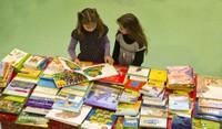 Deux fillettes et les livres