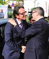 Accolade entre le ministre et le député-maire