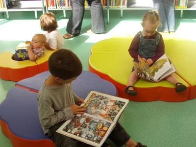 Arthur et Capucine, jeunes lecteurs assidus