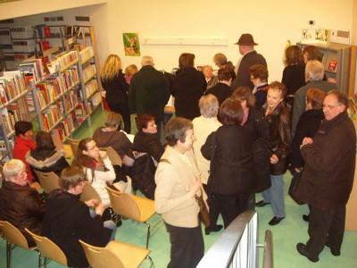Les personnes présentes à la soirée du 12 mars 2010 en attente de dédicace