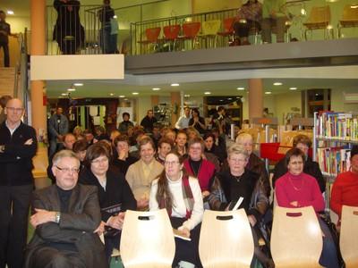 Les lecteurs dans la salle de la Médiathèque de Waldighoffen