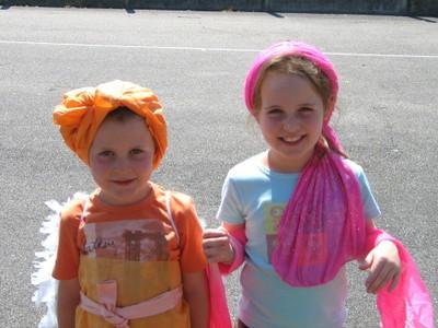 Quentin et Maeva essaient leurs costumes ps.JPG