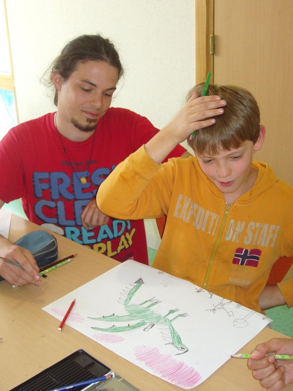 Thomas Frick et un jeune stagiaire