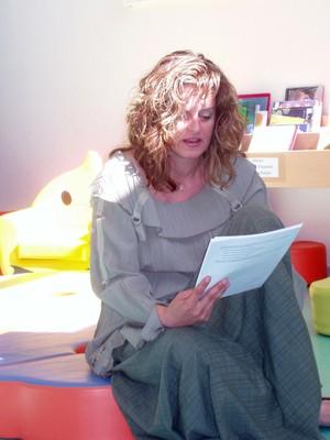 Kathya Cautillo en pleine lecture