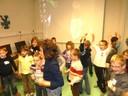 Les écoliers de Steinsoultz dans la salle informatique de la médiathèque