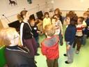 Les enfants de Steinsoultz avec Yo et Christine Arnold Haby, leur enseignante
