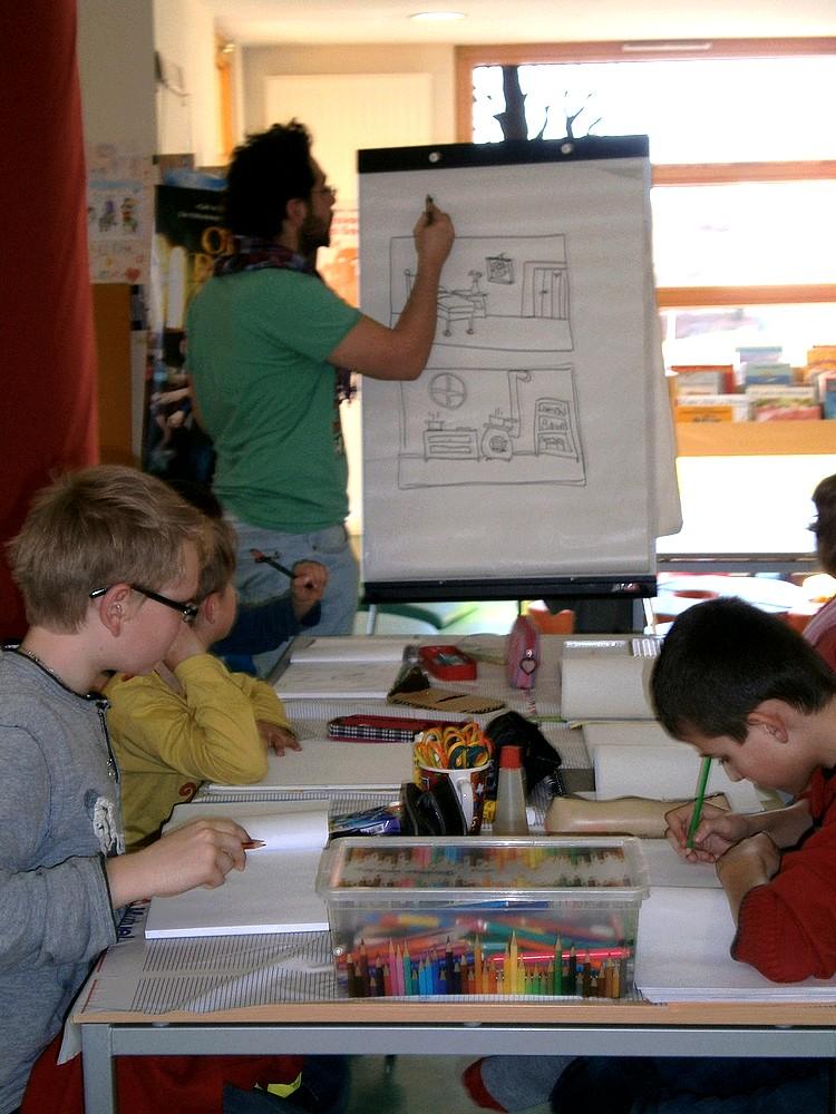 Alexandre Gimbel et des élèves de son atelier