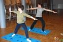 Des élèves du cours de Yoga de Jennifer Gibbs à la médiathèque de Waldighoffen