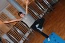 Manon est élève du cours de Yoga de Jennifer Gibbs à la médiathèque de Waldighoffen