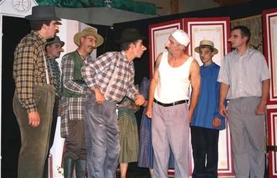 Aimable Castanier et les hommes du village attendent la première fournée