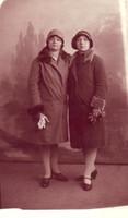 Maria et Paulette à Paris en 1929