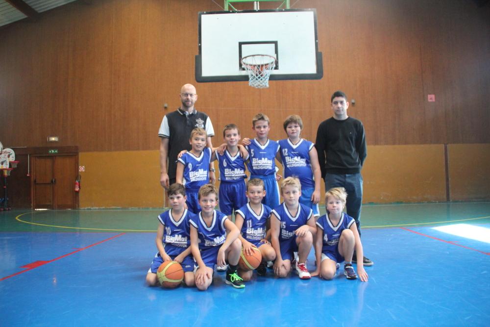 L'équipe des poussins du basket-club CSSPP Waldighoffen de la saison 2015/2016.