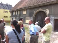 Devant l'ancienne maison dîmière de Waldighoffen