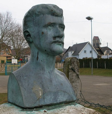 Statue de Nathan Katz à Waldighoffen, son village natal