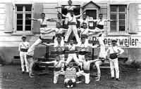 Cercle de Gymnastique Sts Pierre et Paul - pyramide adultes et pupilles vers 1920