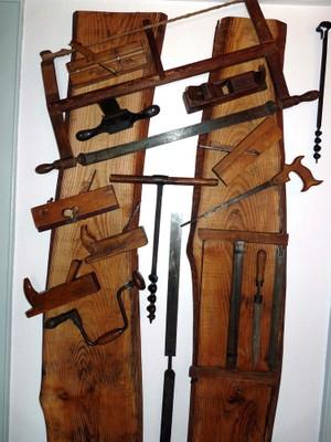 Outils anciens dans le local du CHW 10 mai 2011
