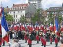Les porte drapeaux et les Hussards