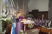 Les prêtres dans le choeur