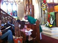 05 Le Père Christophe s'adresse aux enfants