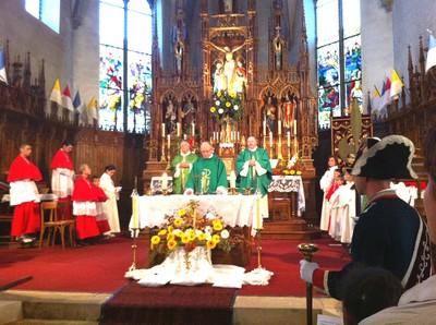12 Le choeur de l'église pendant la messe