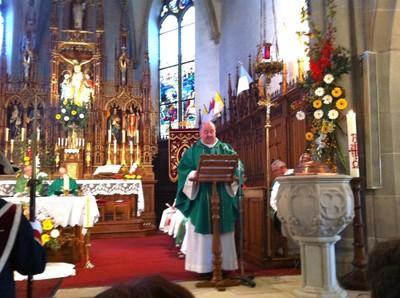 07 Le curé-doyen Dominique KRESS lit la lettre de nomination du Père SMOTER par l'évêque Mgr GRALLET