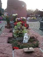 Tombe du Père François avec sa pierre tombale