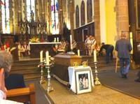 La photo du Père Lichtlé devant son cercueil