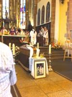 L'étole et le ciboire de François Lichtlé se trouvent sur le cercueil