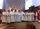 Les servants de messe qui entrent en 2e année reçoivent leur croix