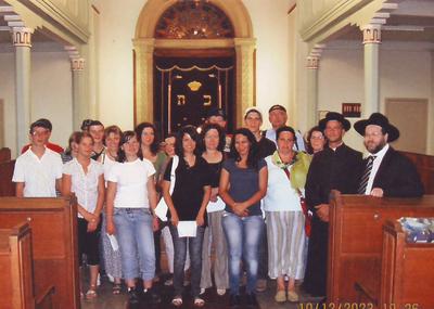 Groupe de Jeunes en visite à synagogue de Saint Louis (68)
