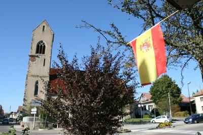 Drapeau espagnol et église