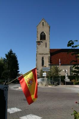Drapeau espagnol et église portrait