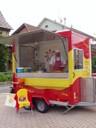 M. Girard dans son camion E Viva la Paella