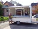 Le camion de la Rôtisserie Sundgauvienne et un client