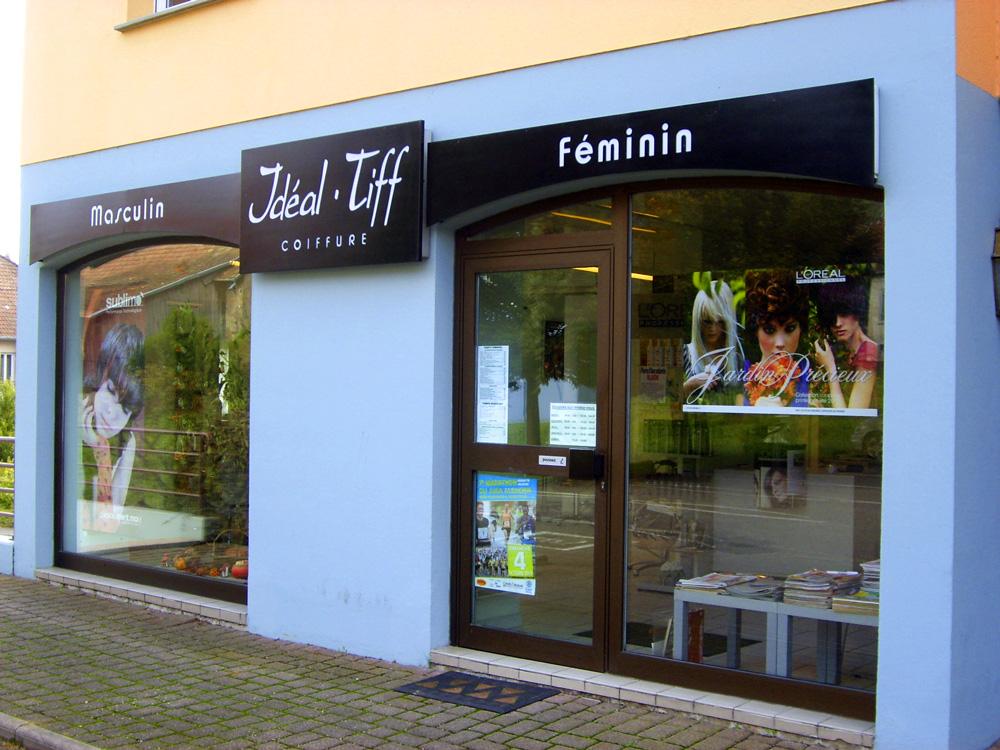 La fa ade du salon de coiffure id al 39 tiff for Salon de coiffure chartres