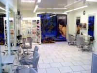 Vue sur le salon de coiffure Idéal'Tiff