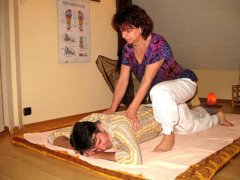 Béatrice Jasinski fait un massage de relaxation