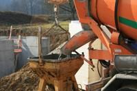 Le coulage du béton sur le chantier de l'EHPAD