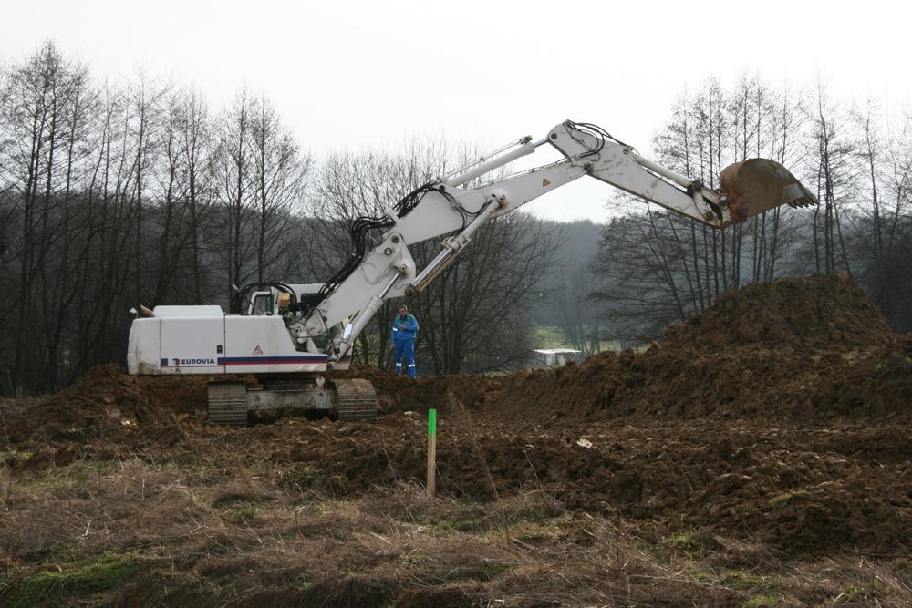 La grande pelleteuse du chantier de l'EHPAD à Waldighoffen