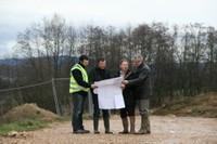 Monsieur le Maire et son adjoint sur le site du chantier de l'EHPAD de Waldighoffen, le 13 janvier 2011