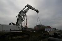 Transport d'un élément du bassin de rétention sur le chantier de l'EHPAD, le 24 janvier 2011
