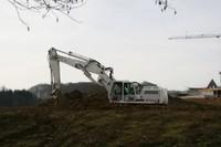 Une gigantesque grue au chantier de la future maison médicalisée à Waldighoffen