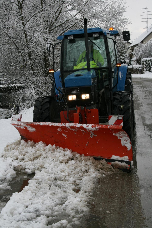Le tracteur équipé pour déneiger